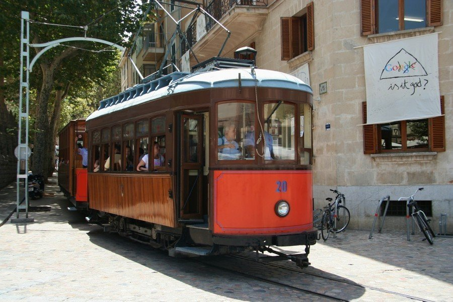 Tram, Majorca, Sarah Slattery, The Travel Expert