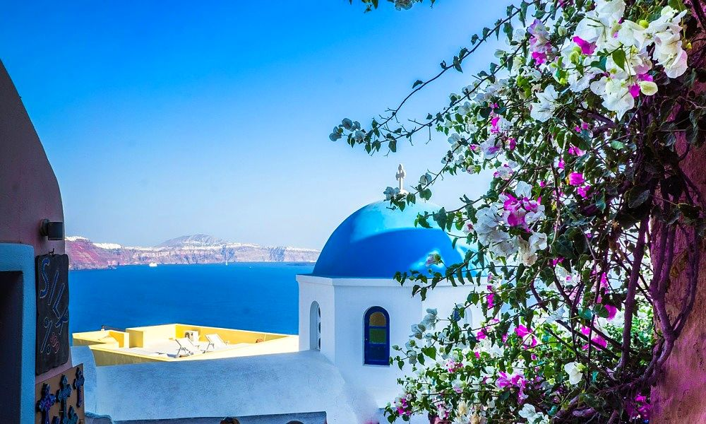 Sarah Slattery, The Travel Expert offers a travel deal to Santorini in 2016