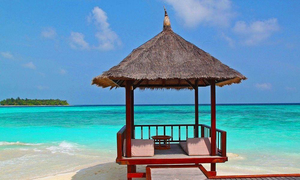 beach-hut-237489_1280_opt
