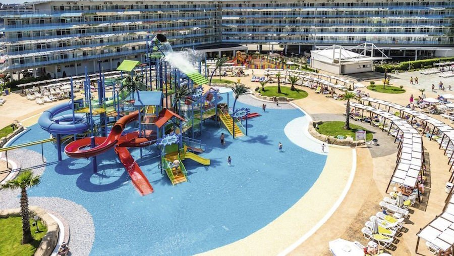 summer 2020 family holiday deals with waterparks