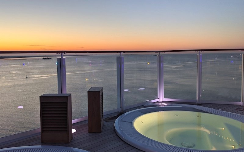 hot tubs on norwegian encore