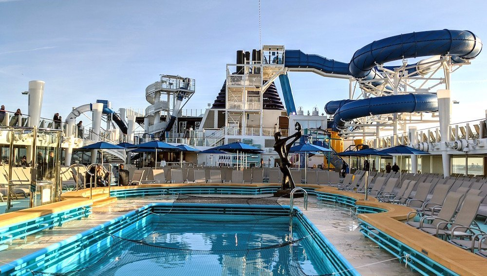 pool deck on norwegian encore