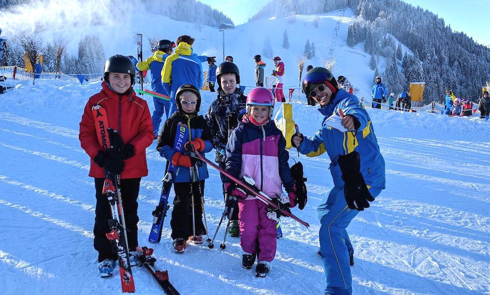 kids ski school family skiing