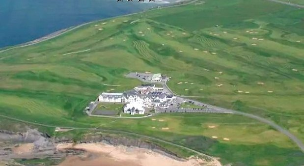 The Great Northern Hotel in Donegal is located close to the beach.