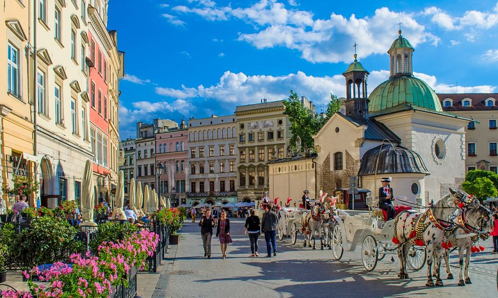 Passenger locator forms must be filled out before travelling to Krakow