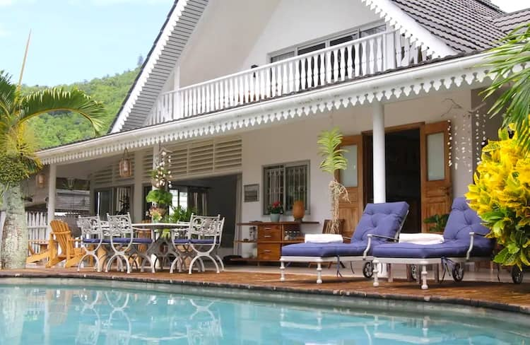 four bedroom Seychelles home on Airbnb is ideal for groups.