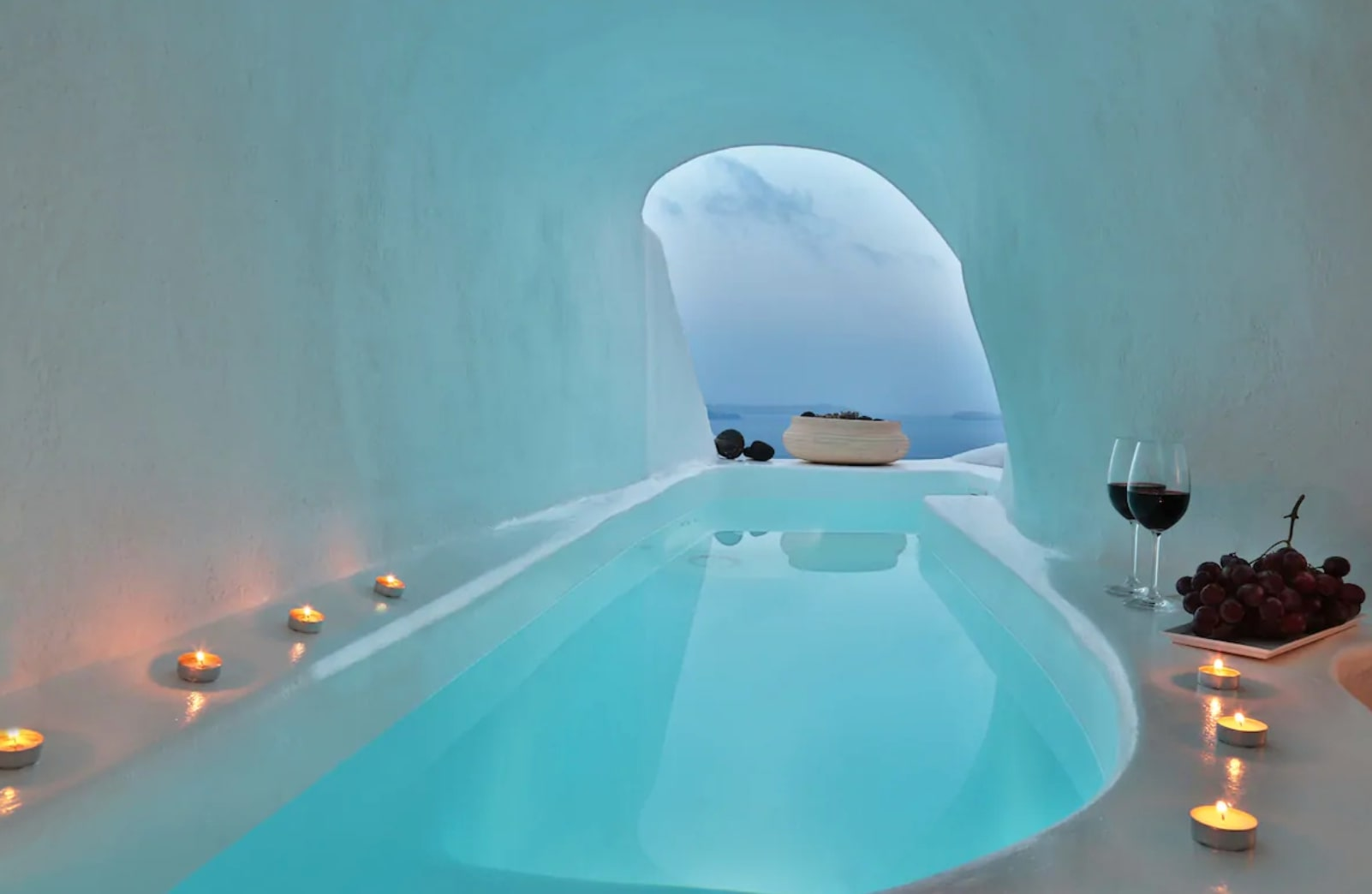 Cave accommodation in Santorini