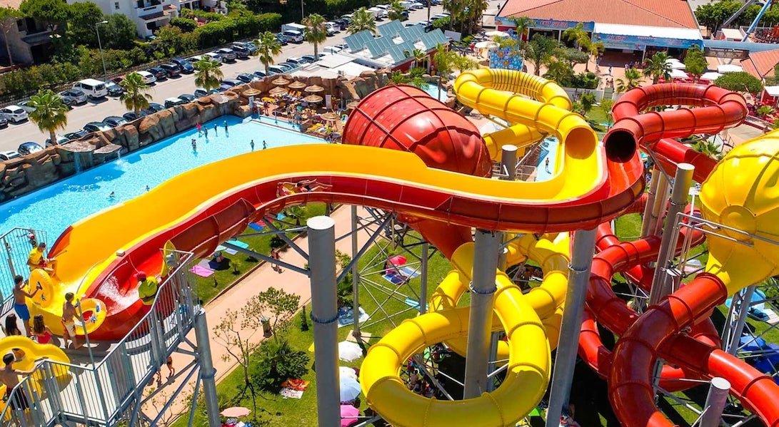 family holidays at Aquashow Hotel and waterpark