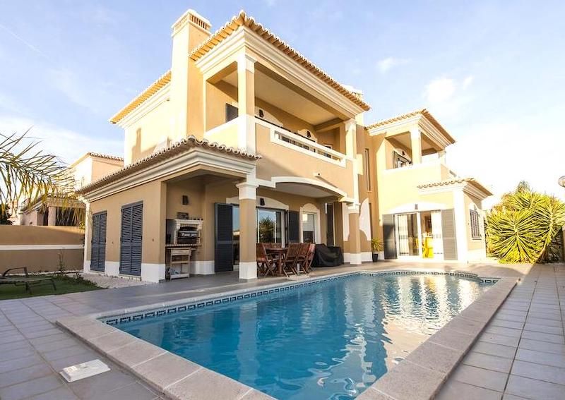luxury villas in the Algarve for family holidays